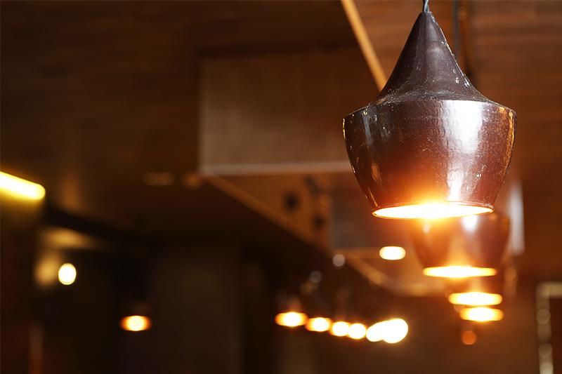 銅製のペンダントライト